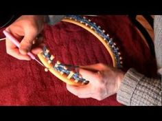 How To Make A Shawl On A Knifty Knitter Circle Loom. Need thick yarn like lion brand and big round loom Loom Knitting Scarf, Round Loom Knitting, Knifty Knitter, Loom Knitting Projects, Loom Knitting Patterns, Finger Knitting, Knitting Videos, Arm Knitting, Yarn Projects