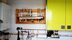 Especiero para la cocina de palets paso a paso en:  http://hombrepalet.com/2015/especiero/