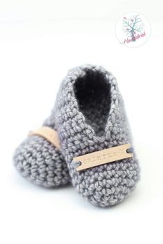 Crochet babybooties with namelabel www.dehaakfabriek.nl