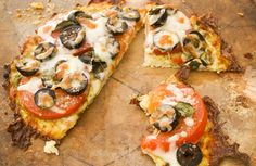 Deliciously Easy Cauliflower Pizza Flatbread with Mozzarella Hcg Diet Recipes, Pizza Recipes, Low Carb Recipes, Cooking Recipes, Healthy Recipes, Bread Recipes, Sweet Recipes, Mozzarella, Mini Pizza