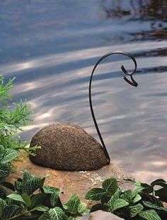 Beatiful in its simplicity: Ancient Graffiti Rivestone Metal Swan via Backyard Bird Company