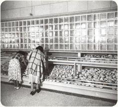 En la década de los 50's, un Industrial (Antonio Ordóñez Ríos), llegó a una de sus Panaderías y decidió darle la vuelta al mostrador, permitiendo que el Cliente seleccionara y colocara su Pan en la charola, iniciando con ello El Autoservicio en Panaderías.