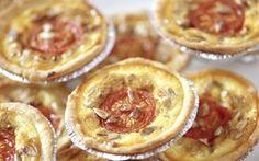Minitærter med blåskimmelost En festlig og lidt anderledes snack til en hyggeaften eller fest.