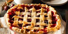 """A """"cherry pie"""", ou também torta de cerejas, é uma delícia americana que chegou à mesa dos brasileiros."""