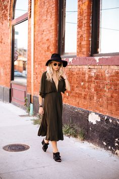 Kristen Ritchie of High End Hippie in our Spin Me round Plunging Knit Dress #nastygalsdoitbetter || Shop here: http://www.nastygal.com/clothes-dresses/?utm_source=pinterest&utm_medium=smm&utm_term=nastygals_do_it_better&utm_campaign=ngdib