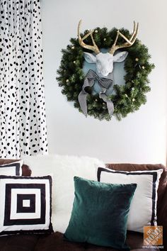 Christmas Decorating Ideas: Wreath with Deer Wall Hanging #christmas #wreath