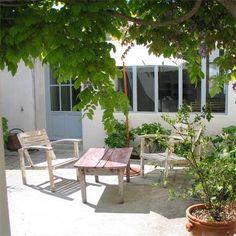 http://www.hotel-le-senechal.com/250-les-petites-maisons-et-les-lofts.html
