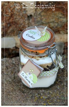 une de mes créations : fait tout en 4h37 :  Cadeau de fin d'année  pour les maitresses : SOS Cookies Mason Jar Meals, Meals In A Jar, Mason Jars, Sos Cookies, Biscuit Cookies, Jar Gifts, Food Gifts, Diy Presents, Bottles And Jars