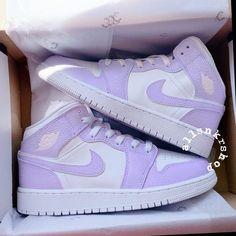 Dr Shoes, Cute Nike Shoes, Swag Shoes, Cute Nikes, Cute Sneakers, Nike Air Shoes, Hype Shoes, Nike Air Jordans, Womens Jordans