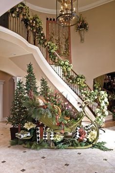 Wish I had a house big enough to do this in! (A Whole Bunch Of Christmas Porch Decorating Ideas - Christmas Decorating) - Christmas Entryway, Christmas Porch, Noel Christmas, Winter Christmas, All Things Christmas, Christmas Greenery, Christmas Staircase Decor, Cottage Christmas, Christmas Ornament