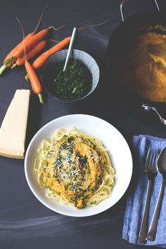 Less Waste Challenge - Weniger wegwerfen! Rezept für Pasta mit Möhrensauce und Möhrengrün von moeyskitchen.com