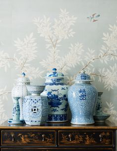 - chinoiserie - gracie wallpaper - blue and white chinosierie porcelain - black lacquer chest - Chinoiserie wallpaper panels Hollywood Hills, Blue And White China, Blue China, Navy Blue, Chinoiserie Elegante, Mark Sikes, Sunday Inspiration, Bedroom Inspiration, Chinoiserie Wallpaper