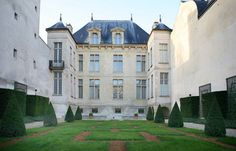 Musée Cognacq-Jay In the heart of the Marais area, between a courtyard and a garden, a nice private mansion presents an exceptional art collection of the 18th...