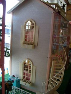 1990 Barbie Magical Mansion Doll House. I Had This Thing & Played With It Everyday!!!