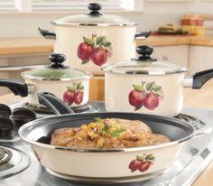 Apple Kitchen Decor, Chef Kitchen Decor, Kitchen Decor Themes, Red Kitchen, Kitchen Dining, Kitchen Ideas, Cookware Accessories, Apple Decorations, Cookware Set