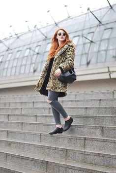 Rawr, Marie begrüßt den Winter mit destroyed Jeans und freien Knöcheln, dank der süßen JF Ankle Boots. http://www.glitter-everywhere.net/2015/02/outfit-leopard.html