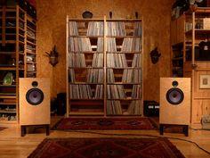 Hi-Fi media storages and Hifi setup Audiophile Speakers, Diy Speakers, Hifi Audio, Sound Room, Vinyl Storage, Lp Storage, Audio Design, Audio Room, Record Collection