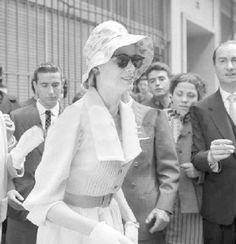 21/5/1959.- the Princess Grace of Monaco visits a central fashion house during her visit to Madrid.