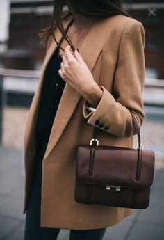 Plus qu'un simple accessoire, le sac est l'outil parfait pour styliser une tenue. Avec les Éclaireuses, trouvez le sac parfait pour votre morphologie !