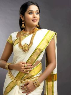 kerala wedding saree Kerala Wedding Saree, Indian Wedding Bride, Kerala Bride, Kerala Saree, Saree Wedding, Indian Sarees, Bengali Bride, India Wedding, South Indian Bridal Jewellery