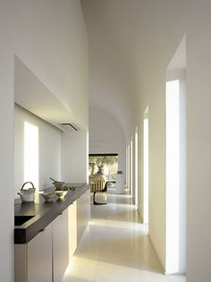 Kitchen inside a villa in Ibiza by French architect Pascal Cheikh Djavadi. Interior Exterior, Kitchen Interior, Interior Architecture, Küchen Design, House Design, Minimalist Design, Minimalist Kitchen, Minimalist Decor, Interiores Design