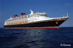 エンタテイナーの王様ならではの演出  ディズニー・クルーズ・ラインの第2船で、「ディズニー・マジック」の姉妹船として1999年にデューした。「ディズニー・マジック」同様、大西洋航路時代の客船をモチーフにしたクラシカルな外見に加え、ミッキーに会えるイベントや、人気キャラクターが多数登場するステージが用意されている。4つのレストランがあり、決まったテーブルメイト、ウエイターとともに毎日移動するローテーション・ダイニングを採用している。