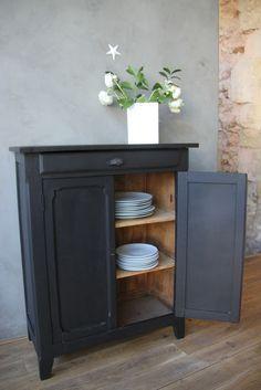 voici un relooking de l extr me pour ce buffet bahut en style bistrot parfait pour une. Black Bedroom Furniture Sets. Home Design Ideas