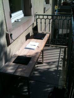 Statt mit Handtüchern wurden bei uns so die Plätze an der Sonne reserviert.