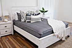 All Beddy's Sets Zip Up Bedding, White Bedding, Girls Bedroom, Bedroom Ideas, Bedroom Decor, Under Bed, Grey And Beige, Small Rooms