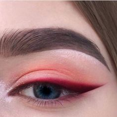 Red eyeshadow with bright red, sharp winged eyeliner. Eyeshadow ideas, eyeshadow Red eyeshadow with bright red sharp winged eyeliner. Eyeshadow ideas eyeshadow - Das schönste Make-up - Red eyeshadow with bright red sharp winged eyeline - Makeup Hacks, Makeup Goals, Makeup Inspo, Makeup Inspiration, Makeup Tips, Makeup Ideas, Makeup Basics, Style Inspiration, Makeup Designs