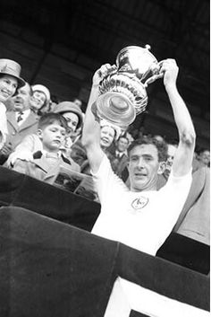 Danny Blanchflower lifts the FA Cup. Tottenham Hotspur Players, Tottenham Hotspur Football, Spurs Fans, Photo B, North London, Fa Cup, Football Players, Premier League, Going Out