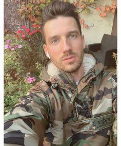Military Inspired Fashion, Camo Fashion, Mens Fashion, Fashion Trends, Army Men, Military Men, Military Jacket, Urban Male, Beautiful Men Faces
