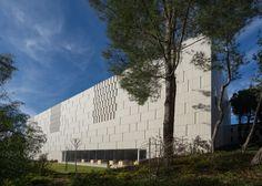 Academia de Estudios Avanzados / Chyutin Architects
