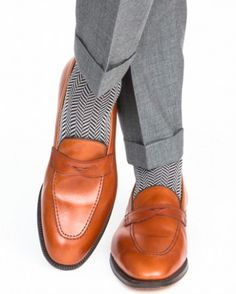 These men's herringbone patterned dress socks are made with an exceptionally soft mercerized cotton. Expertly knitted at a third-generation North Carolina mill, these formal over the calf dress socks