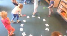 Het vliegenmepperspel met twee dobbelstenen, bij elkaar optellen en meppen maar. Of met 1 dobbelsteen en meppen op juiste getal. Ook leuk met vormen, kleuren, letters, rijmwoorden enz.@Annemieke Hulshof