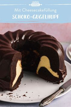 Chocolate Gugelhupf with cheesecake filling - so incredibly delicious! Chocolate and . Chocolate Cake Recipe Easy, Homemade Chocolate, Vegan Chocolate, Chocolate Recipes, Baking Chocolate, Chocolate Brownies, Delicious Chocolate, Chocolate Ganache, Easy Cheesecake Recipes