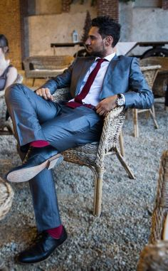 Hugo Boss Suit - Gray and Red with Hamilton - @Hugo Ahlberg Ahlberg Ahlberg BOSS i like the tie/sock/belt solid color coordination