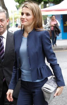 """28 JANUARY 2014 Prince Felipe and Princess Letizia attended the inauguration of the """"Palmetum"""" Botanical Park in Santa Cruz on the Spanish Canary Island of Tenerife. Office Outfits Women, Casual Work Outfits, Professional Outfits, Work Casual, Blazers For Women, Suits For Women, Clothes For Women, Denim Fashion, Hijab Fashion"""