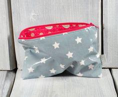 Täschchen aus Wachstuch in Grau mit weißen Sternen von Gisa's auf DaWanda.com