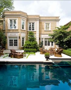 Stunning exterior and backyard Outdoor Spaces, Outdoor Living, Outdoor Pool, Architecture Durable, Residential Architecture, Architecture Restaurant, Restaurant Design, Beautiful Pools, Beautiful Beautiful
