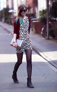 OUTFIT: DOTS & RED - BEKLEIDET - Modeblog / Fashionblog Germany | dress: H // cardigan: Zara // shoes: Asos // bracelets: Asos // necklace: Dorothy Perkins Beauty Style, Fashion Beauty, Zara Shoes, Rock Style, Chic Outfits, Naked, Asos, Tights, Germany