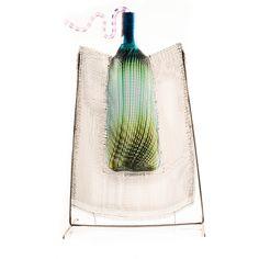 MARKKU SALO, VEISTOS. Verkkoon puhallettu pullo. Markku Salo, Nuutajärvi 1991 Notsjö. Glass Design, Design Art, Smash Glass, Glass Art Pictures, Mosaic Diy, Stained Glass Art, Sculpture Art, Sculpture Ideas, Art For Kids