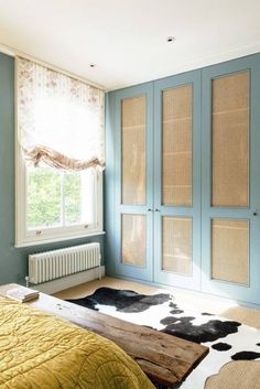 [i]In the spare bedroom, Matilda removed the panels from the built-in wardrobe doors and stapled can Closet Door Storage, Closet Doors, Notting Hill, Built In Wardrobe Doors, Matilda, British Decor, Bedroom Built Ins, Diy Regal, H Design