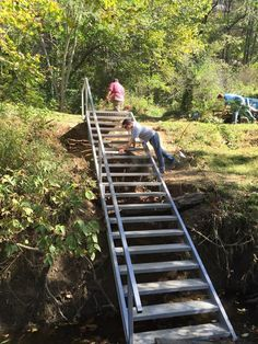 We installed this customer on the Kentucky River this beautiful set of steel stairs along with a wood frame boat dock complete with steel gangway, winches and cables. Lake Dock, Boat Dock, Beach Stairs, Cottage Stairs, Landscape Stairs, Hillside Landscaping, Modern Landscaping, Landscaping Ideas, Outdoor Steps