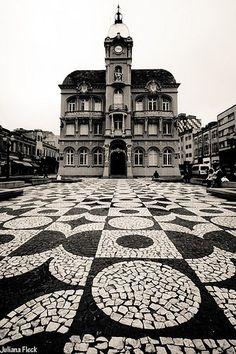 Portuguese paving in Curitiba's Historical Center - photo by Juliana Fleck, via her blog  (7/08/12)