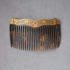 Peigne ancien en écaille et métal damassé
