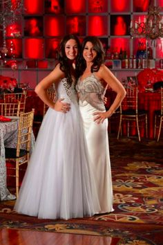 For this Bat Mitzvah celebration, guests were asked to wear black and Mom and Bat Mitzvah girl stood out in white.