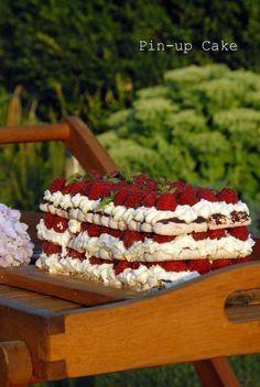 Meringue Cake with Raspberries