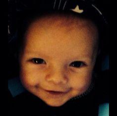 Fergie parabeniza o marido com foto do filho sorrindo. Confira!