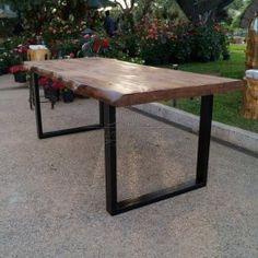 Tavolo in legno massello con gambe in ferro